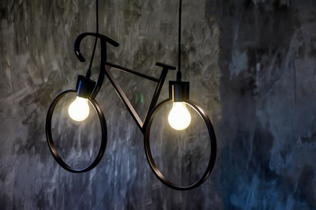 Bulbo de forma de luz como bicicleta para o conceito de energia Foto Premium