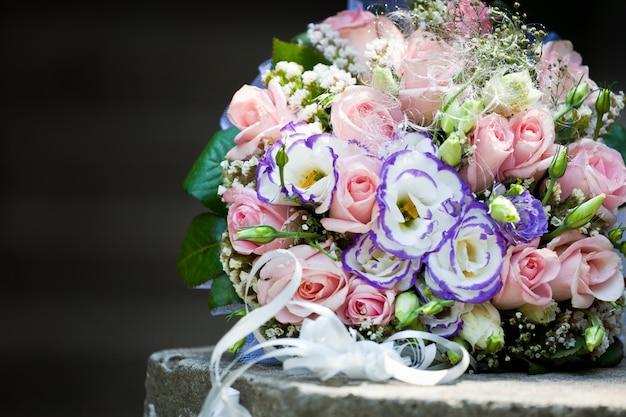 Buquê de casamento de rosas Foto Premium
