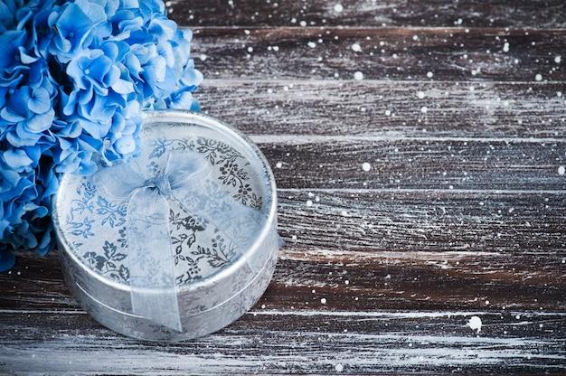 Buquê de hortênsia azul, presente com laço Foto Premium