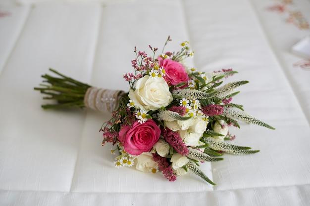 Buquê de lindas flores Foto Premium