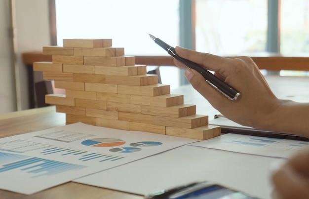 Business people meeting design ideas investidor profissional trabalhando novo projeto de inicialização. conceito. planejamento de negócios no escritório. conceito conceito de crescimento. Foto Premium