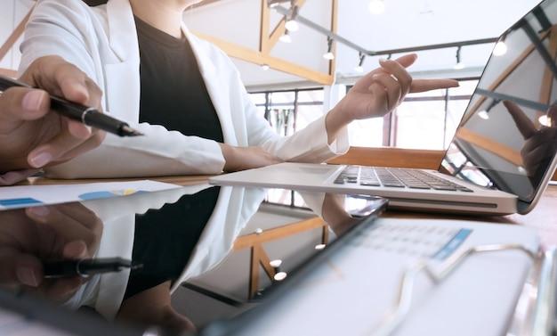 Business people meeting design ideas investidor profissional trabalhando novo projeto de inicialização Foto Premium