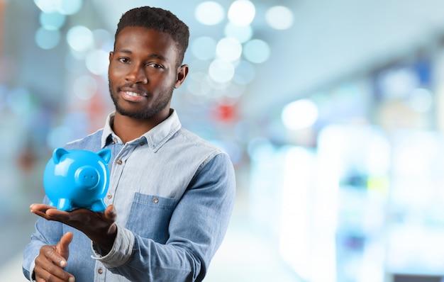 Businness homem negro com cofrinho Foto Premium