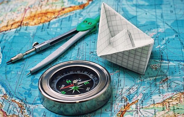 Bússola, mapa dos principais instrumentos turísticos Foto Premium