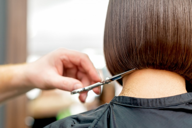 Cabeleireiro corta dicas de cabelo Foto Premium
