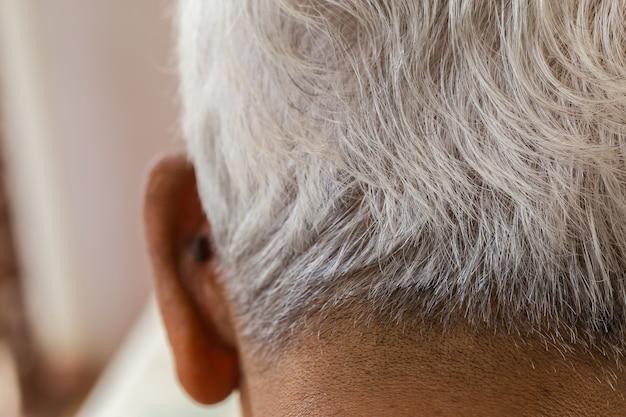 Cabelo branco homem idoso. Foto Premium