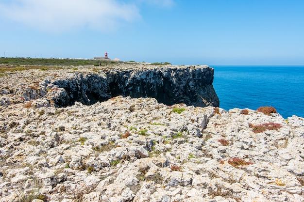 Cabo de são vicente no algarve, perto de sagres em portugal Foto Premium