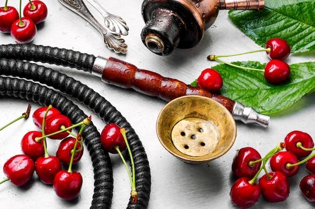 Cachimbo de água com sabor de tabaco de cereja Foto Premium