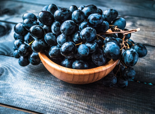 Cacho de uvas pretas Foto Premium