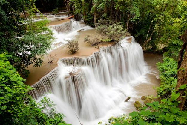 Cachoeira da floresta tropical Foto Premium