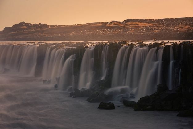Cachoeira de selfoss no norte da islândia. Foto Premium