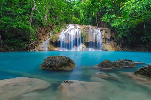 Cachoeira erawan Foto Premium