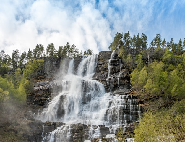 Cachoeira na noruega Foto gratuita