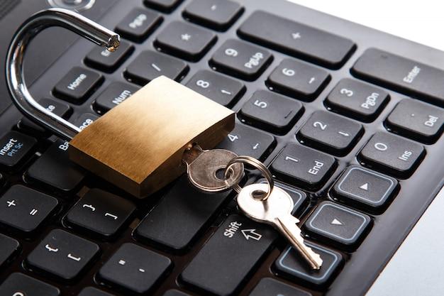 Cadeado no teclado Foto Premium