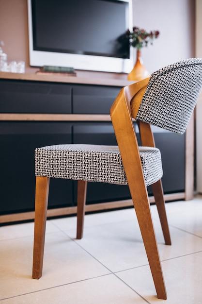 Cadeira de madeira moderna Foto gratuita
