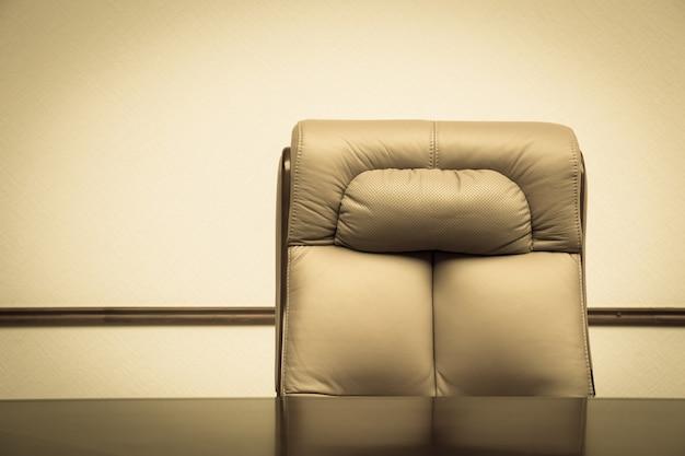 Cadeira e mesa de couro Foto Premium