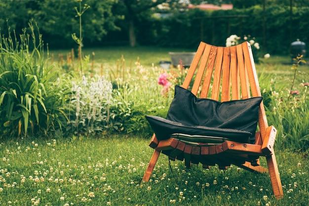 Cadeira fora Foto gratuita