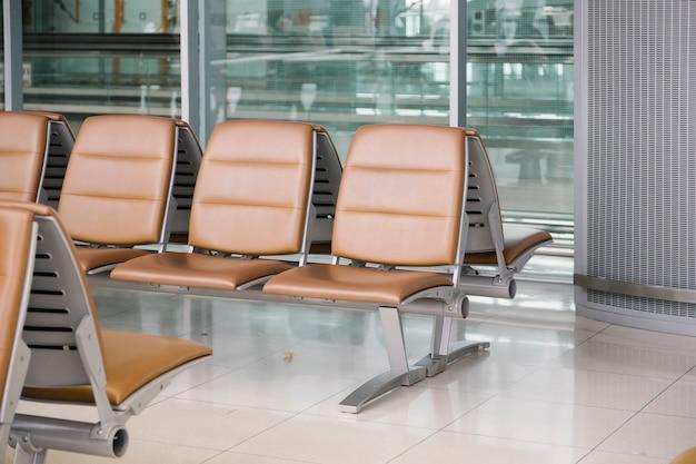 Cadeira no aeroporto Foto gratuita