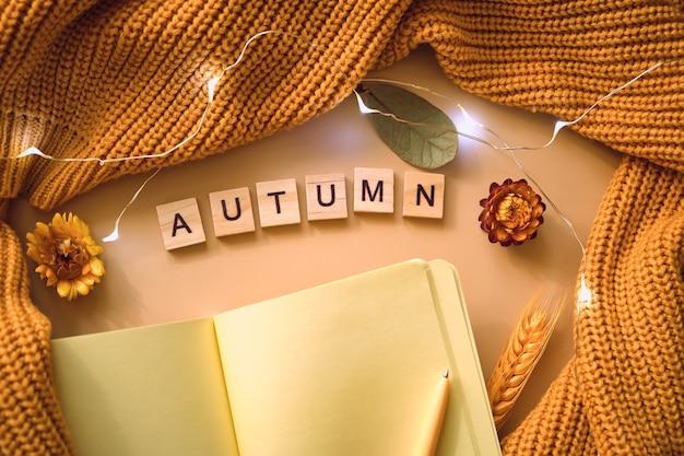 Caderno com conjunto de outono Foto Premium