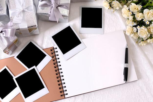 Caderno em branco com elementos de casamento Foto gratuita