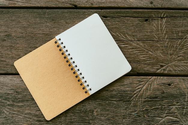 Caderno em branco Foto gratuita