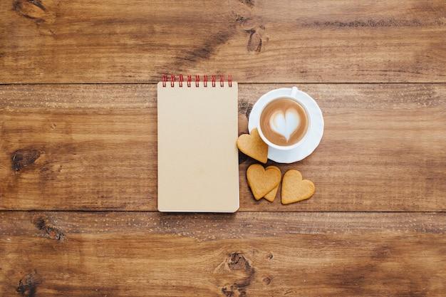 Caderno escolar com café da manhã Foto gratuita