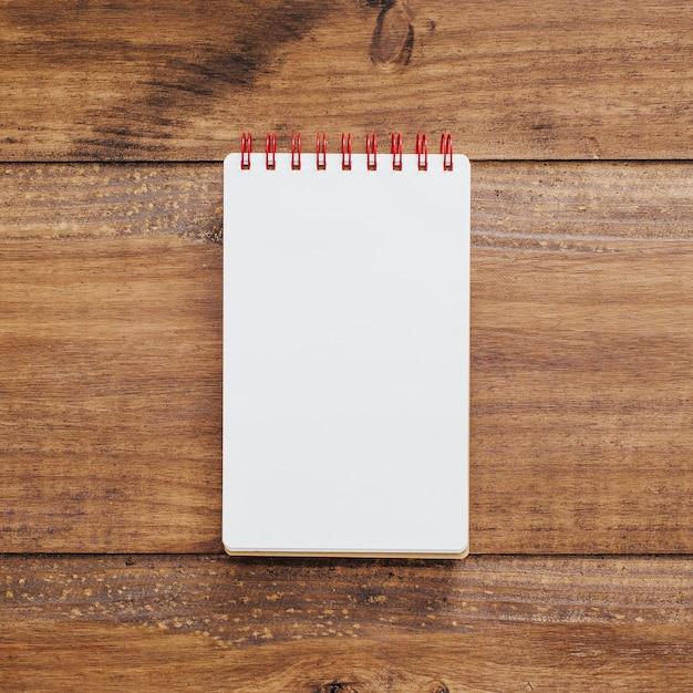 Caderno escolar com espaço para texto Foto gratuita