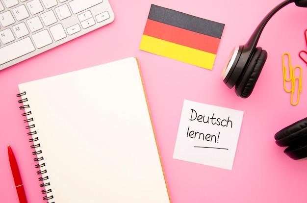 Caderno vazio plana leigos com bandeira alemã Foto gratuita