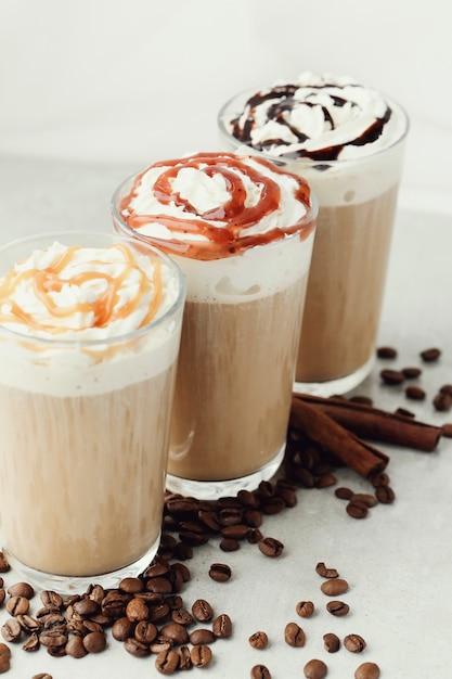 Café cappuccino delicioso Foto gratuita