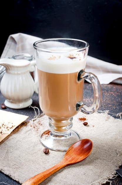Café com leite com espuma Foto Premium