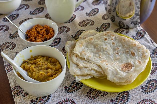 Café da manhã caseiro do sri lanka Foto Premium