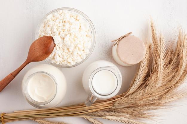 Café da manhã cereais e leite fresco Foto gratuita