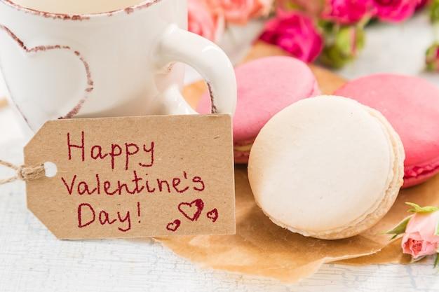 Café da manhã com flores e biscoitos. dia de mather conceito dos namorados. Foto Premium