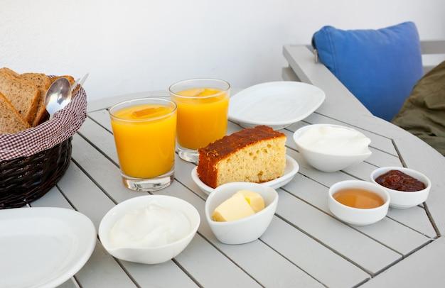 Café da manhã grego tradicional Foto Premium