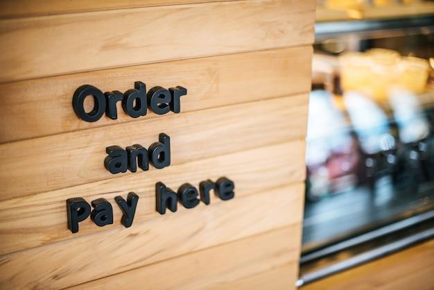 Café de loja de café de contador dianteiro Foto gratuita