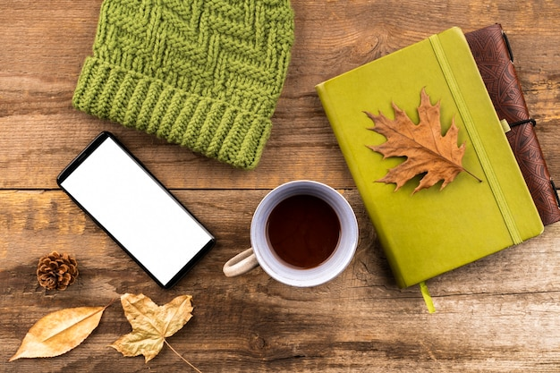 Café e cadernos outono fundo Foto gratuita