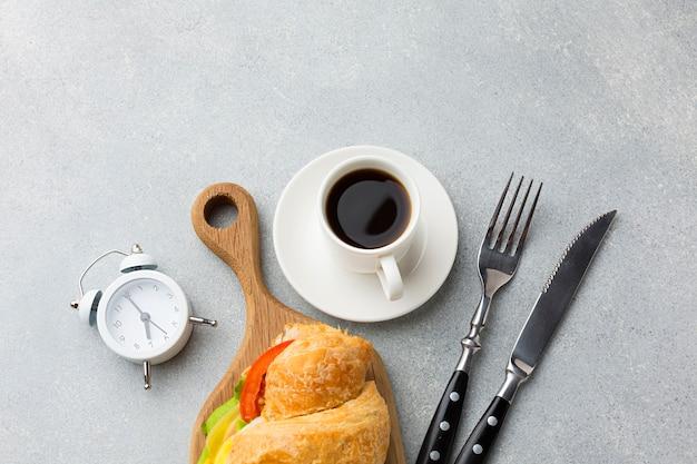 Café e sanduíche fresco Foto gratuita