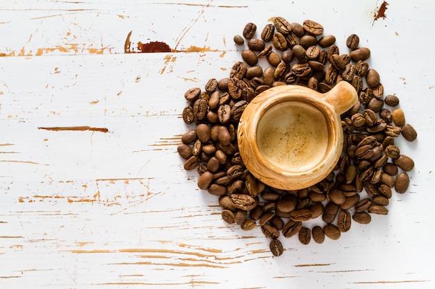 Café no copo rústico, copie o espaço Foto Premium
