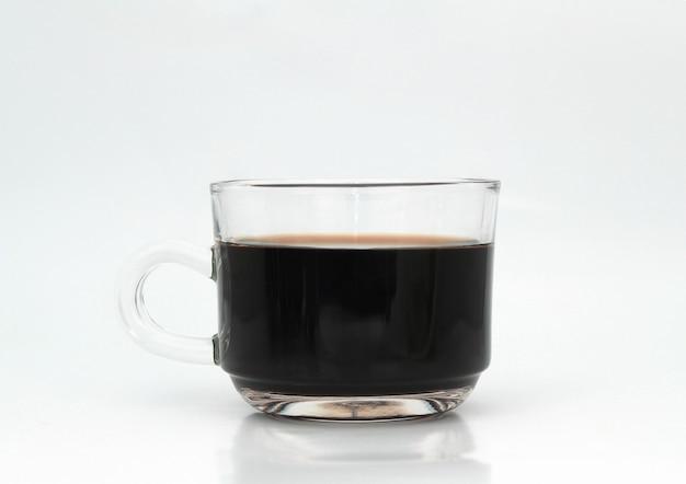 Café preto quente em uma xícara de café de vidro Foto Premium