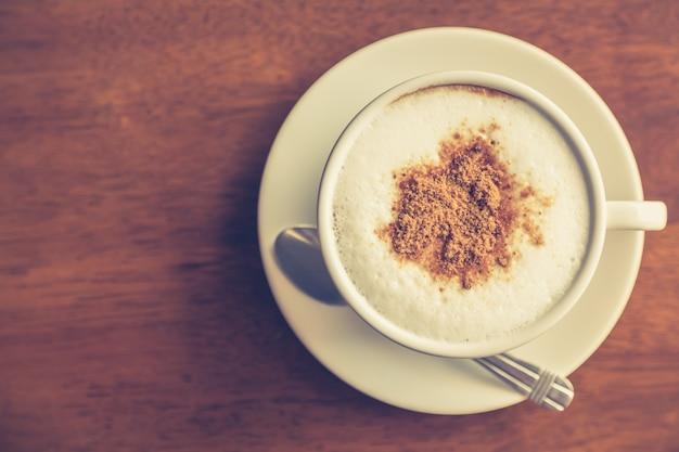 Café quente decorado com chocolate Foto gratuita