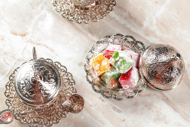 Café turco tradicional e delícias turcas Foto Premium