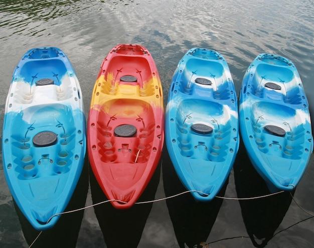 Caiaques no lago Foto Premium
