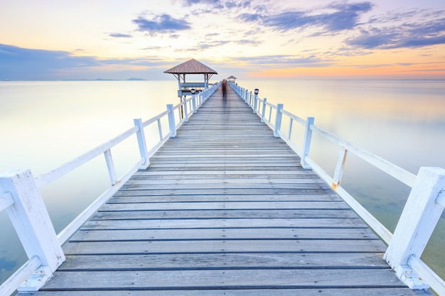Cais da ponte de madeira Foto Premium
