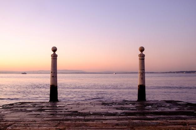 Cais das colunas ao nascer do sol, lisboa, portugal Foto Premium