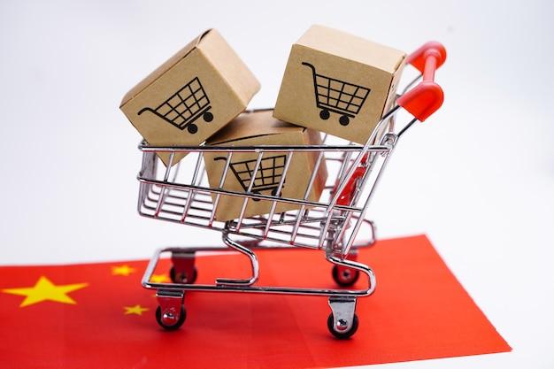 Caixa com logotipo do carrinho de compras na bandeira da china. Foto Premium
