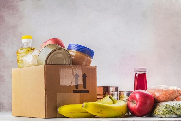 Caixa de doação de alimentos Foto Premium