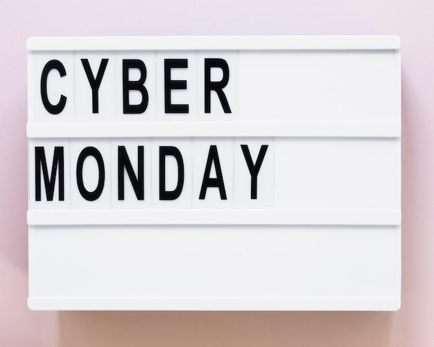Caixa de luz com cyber segunda-feira nele Foto gratuita