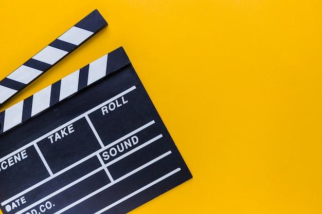 Caixa de pipoca com bilhetes de cinema Foto Premium