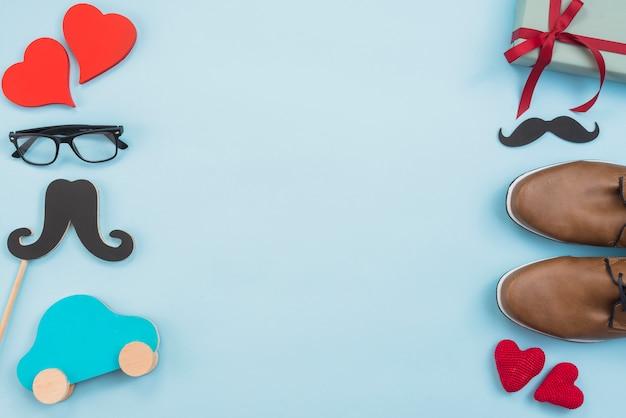 Caixa de presente com carro de brinquedo, óculos e sapatos de homem Foto gratuita