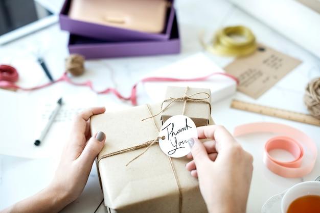 Caixa de presente com etiqueta Foto Premium
